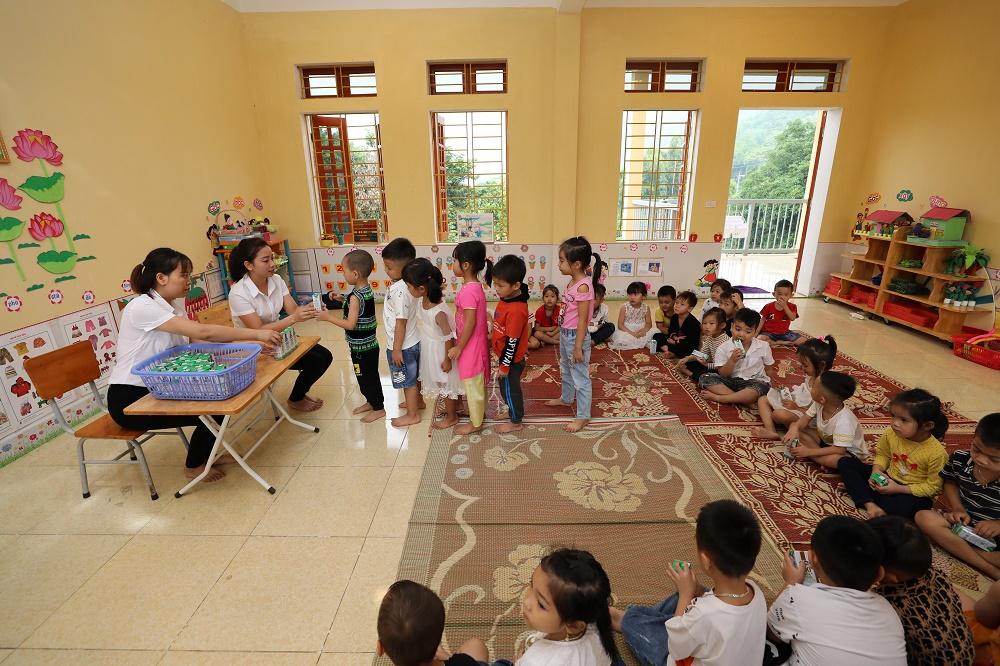 Quỹ sữa Vươn cao Việt Nam và Vinamilk trao tặng 108.500 ly sữa cho trẻ em có hoàn cảnh khó khăn tỉnh Yên Bái - Ảnh 5