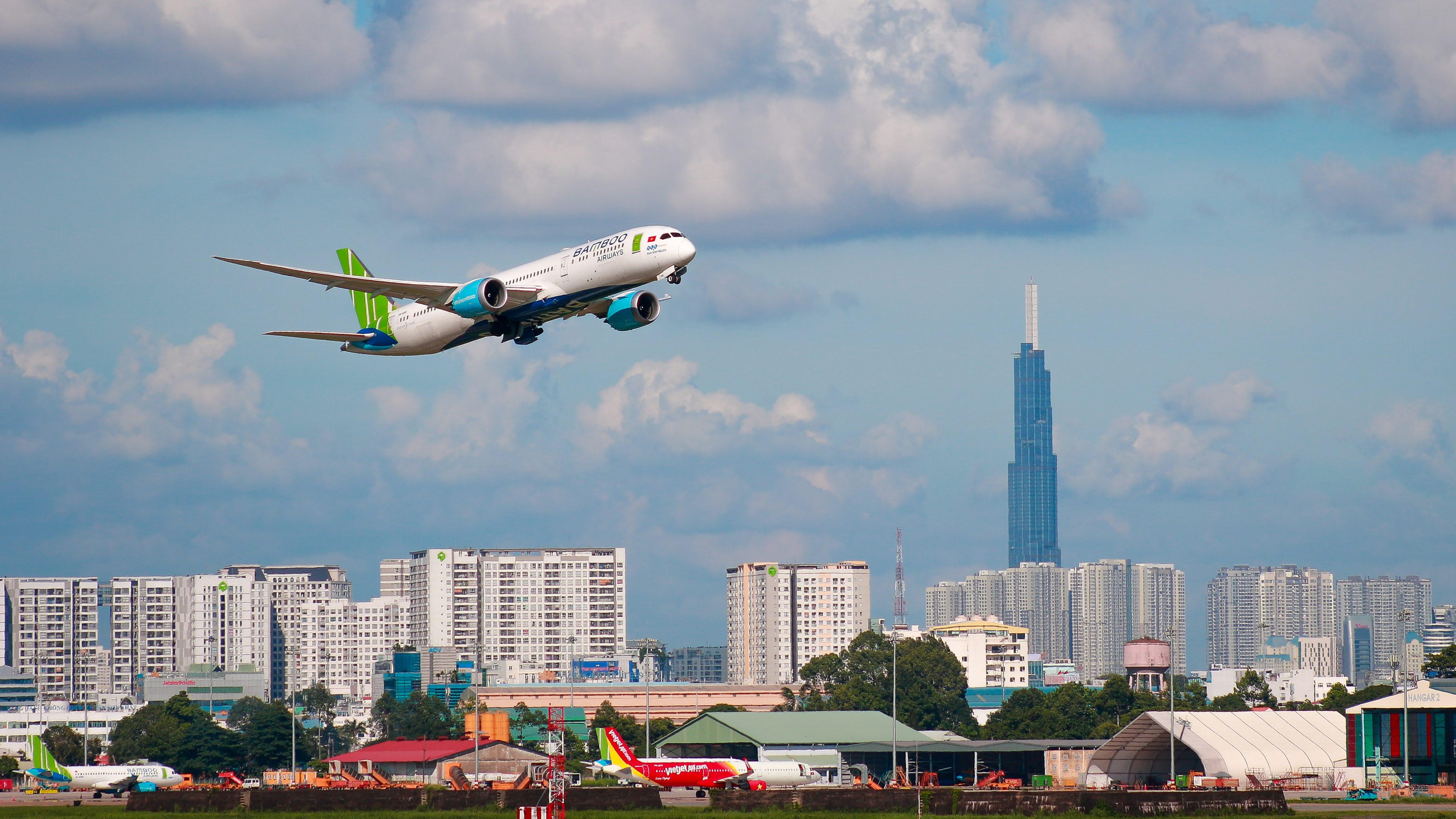Hàng không Việt Nam hồi phục mạnh, lượng hành khách tăng vọt  - Ảnh 1