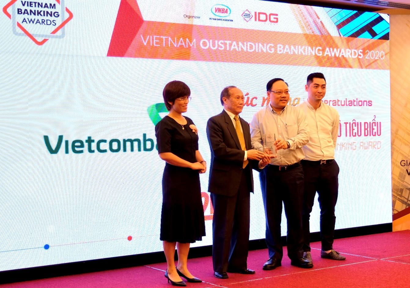 Vietcombank được vinh danh là Ngân hàng chuyển đổi số tiêu biểu năm 2020 - Ảnh 1