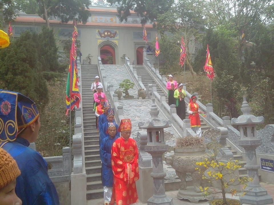 Lễ dâng hương tưởng niệm Đức Thánh Tản Viên Sơn – Hoạt động mang đậm nét văn hóa tín ngưỡng tâm linh trên núi Ba Vì  - Ảnh 2