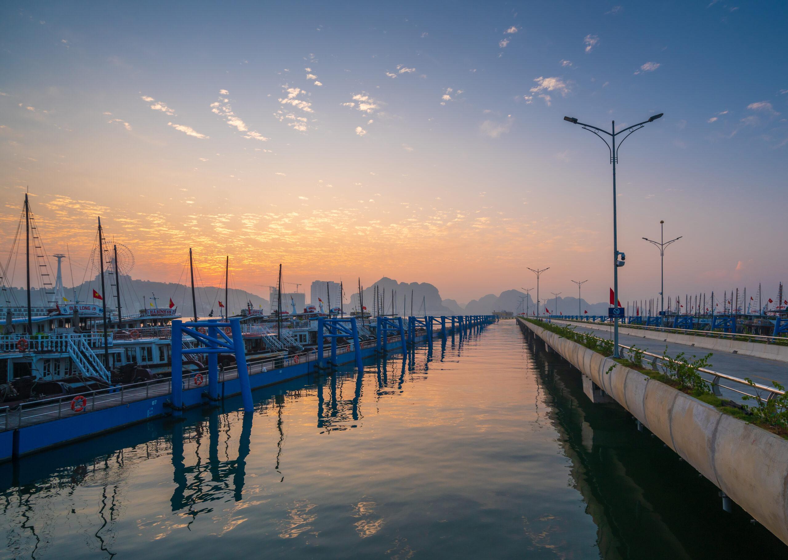 """""""Độc - lạ"""" như Cảng tàu khách hàng đầu châu Á bên vịnh Hạ Long  - Ảnh 11"""