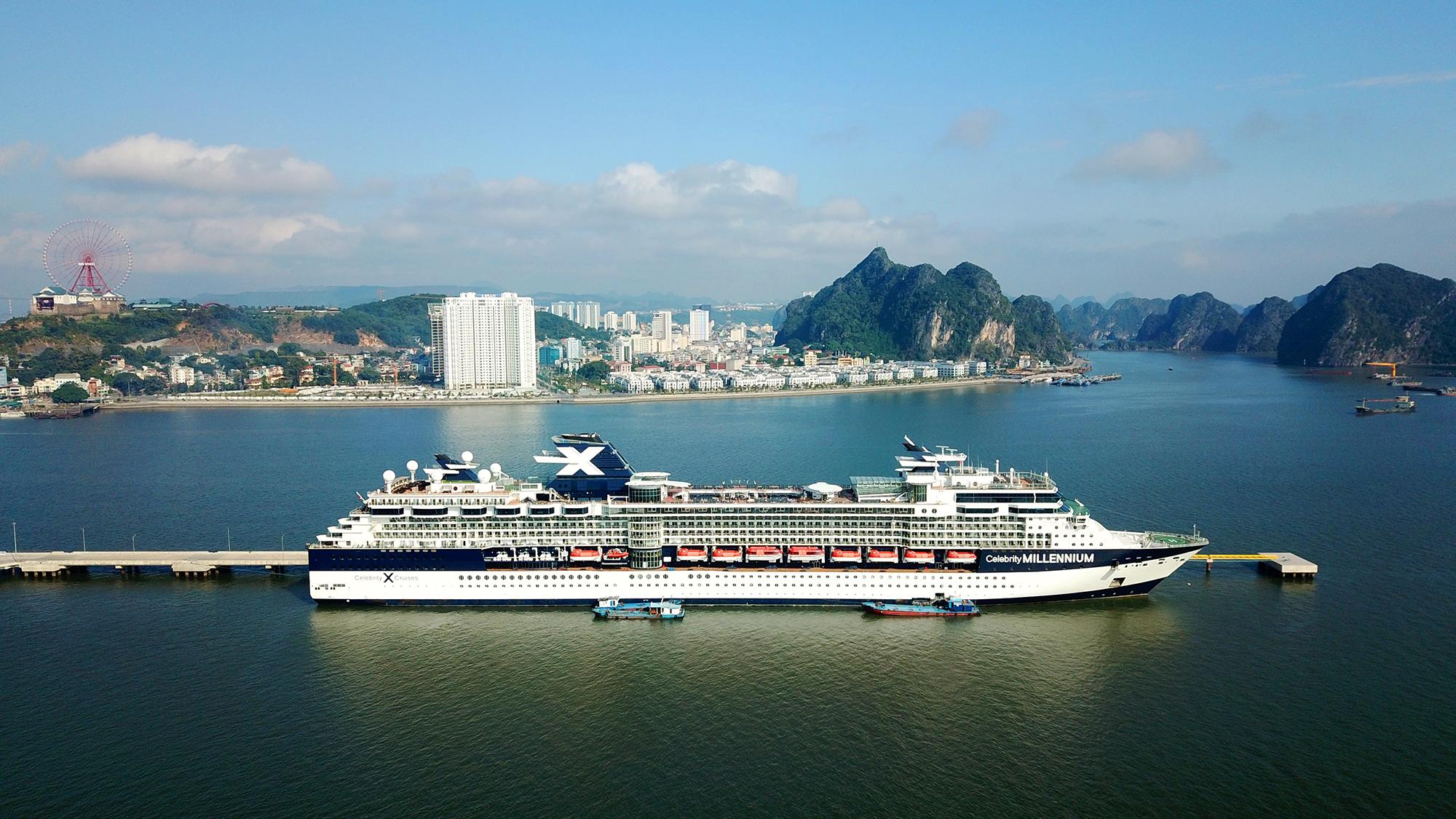 """""""Độc - lạ"""" như Cảng tàu khách hàng đầu châu Á bên vịnh Hạ Long  - Ảnh 9"""