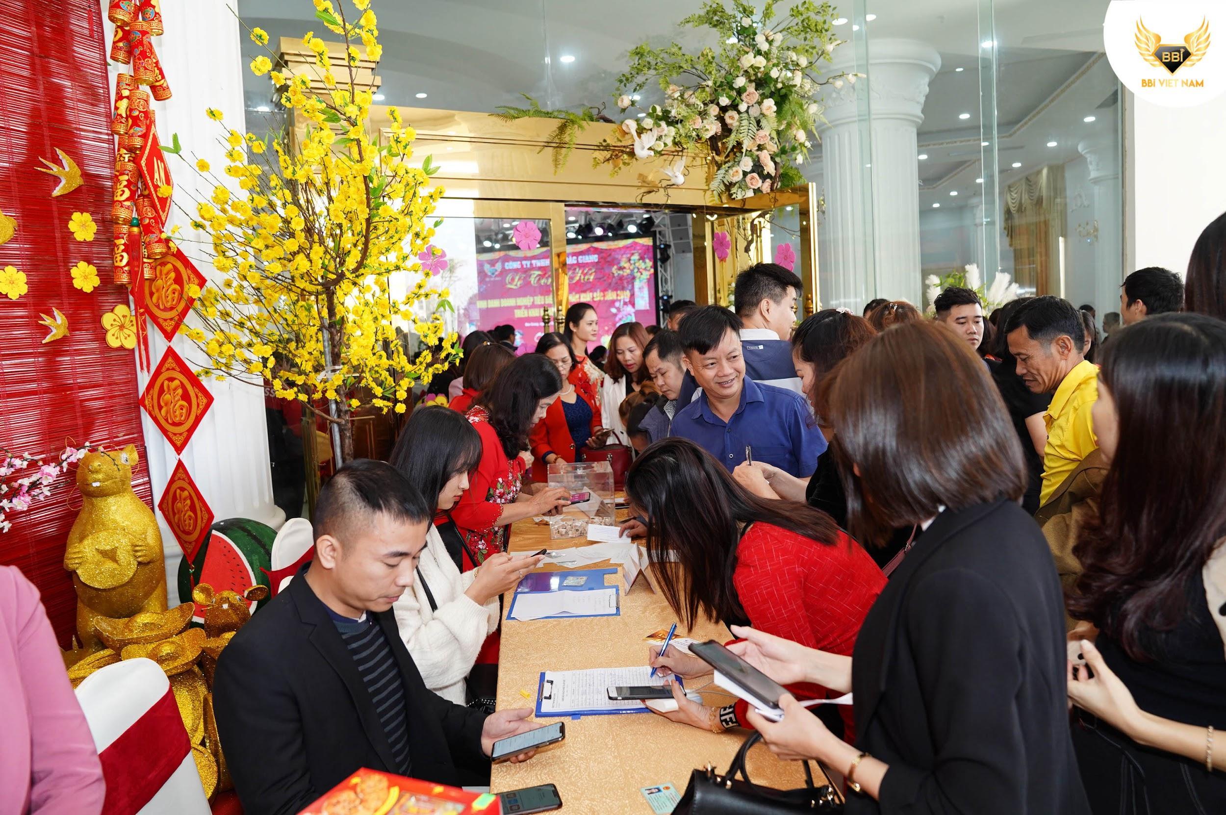 """""""Thượng đế"""" mãn nguyện với ngày hội mua sắm BBI Việt Nam  - Ảnh 1"""