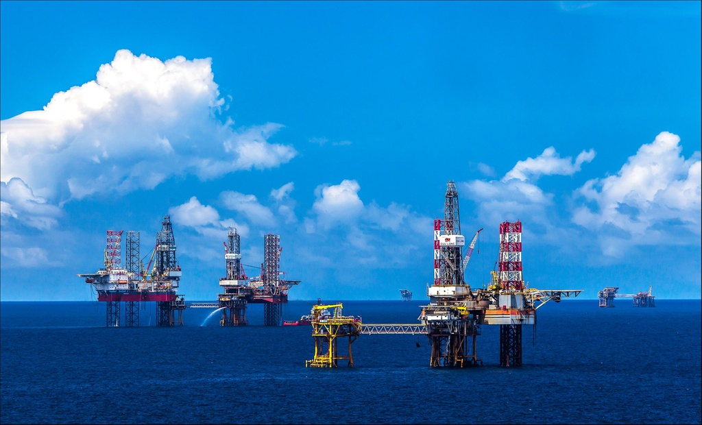 PVN khẩn trương triển khai các nhiệm vụ, giải pháp cấp bách ứng phó tác động kép của dịch Covid-19 và giá dầu sụt giảm  - Ảnh 1