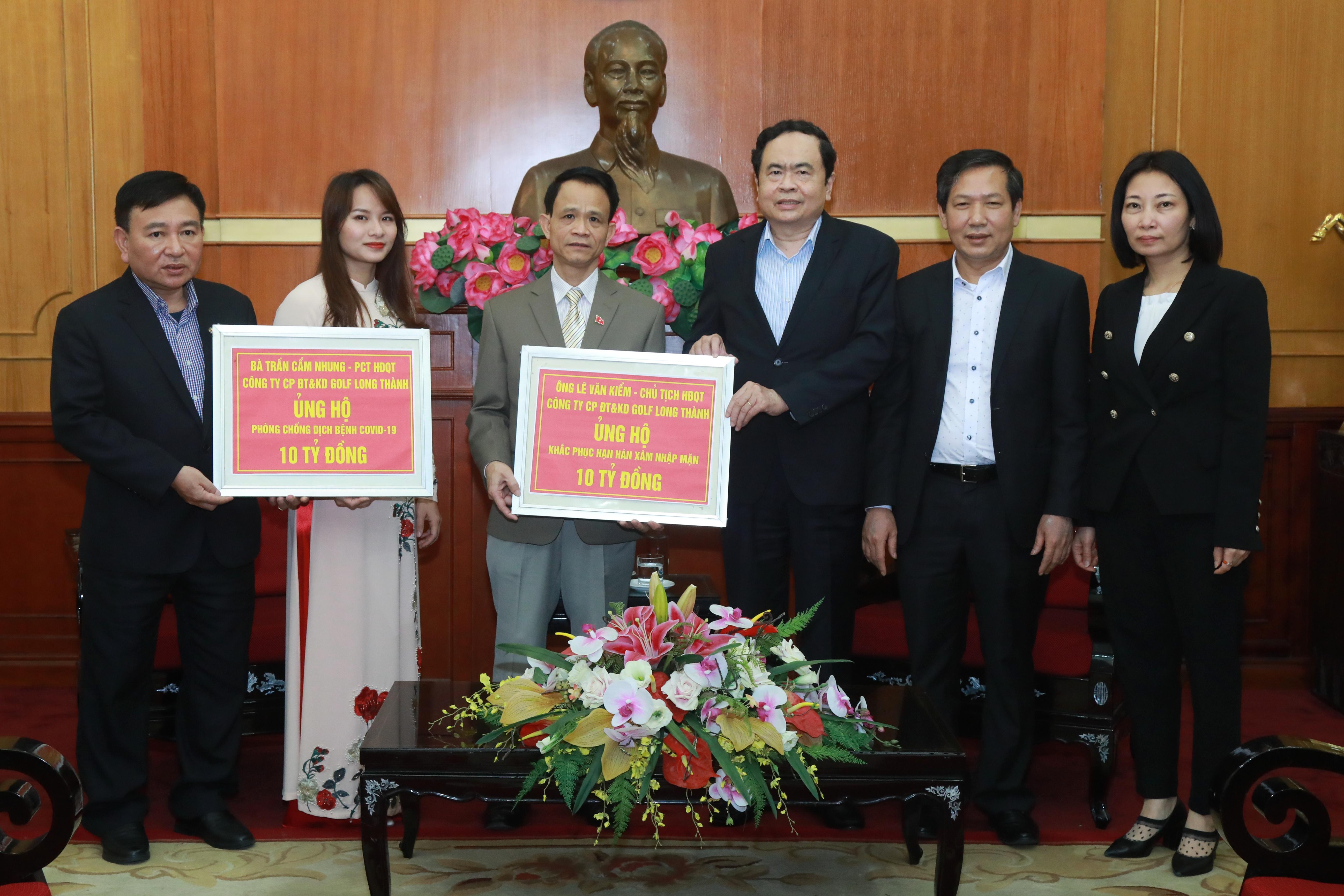 Vợ chồng Doanh nhân Lê Văn Kiểm ủng hộ 20 tỷ đồng phòng chống dịch Covid-19 và hạn mặn ở Đồng Bằng Sông Cửu Long  - Ảnh 1