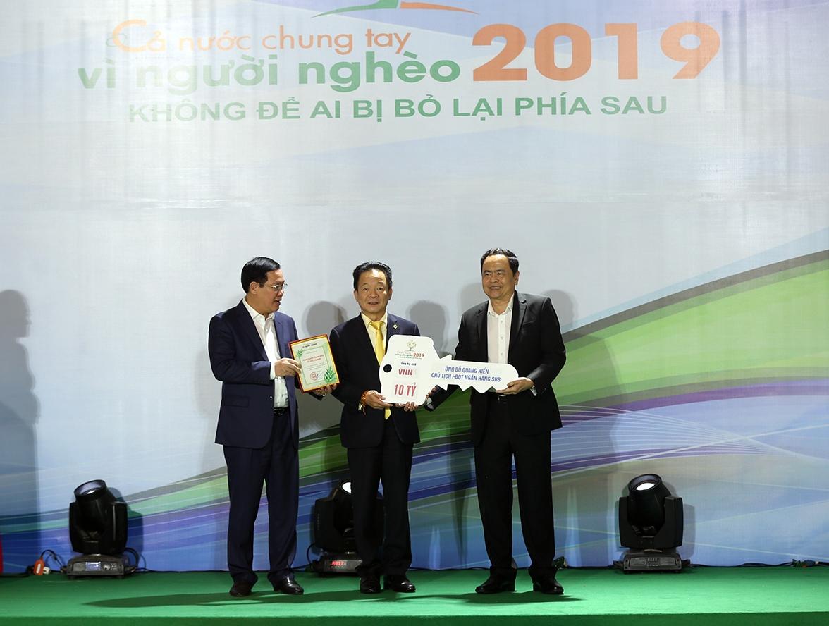Tân Chủ tịch HanoiFC Đỗ Vinh Quang cùng CLB ủng hộ 1,5 tỷ đồng cho 2 bệnh viện tuyến đầu  - Ảnh 2
