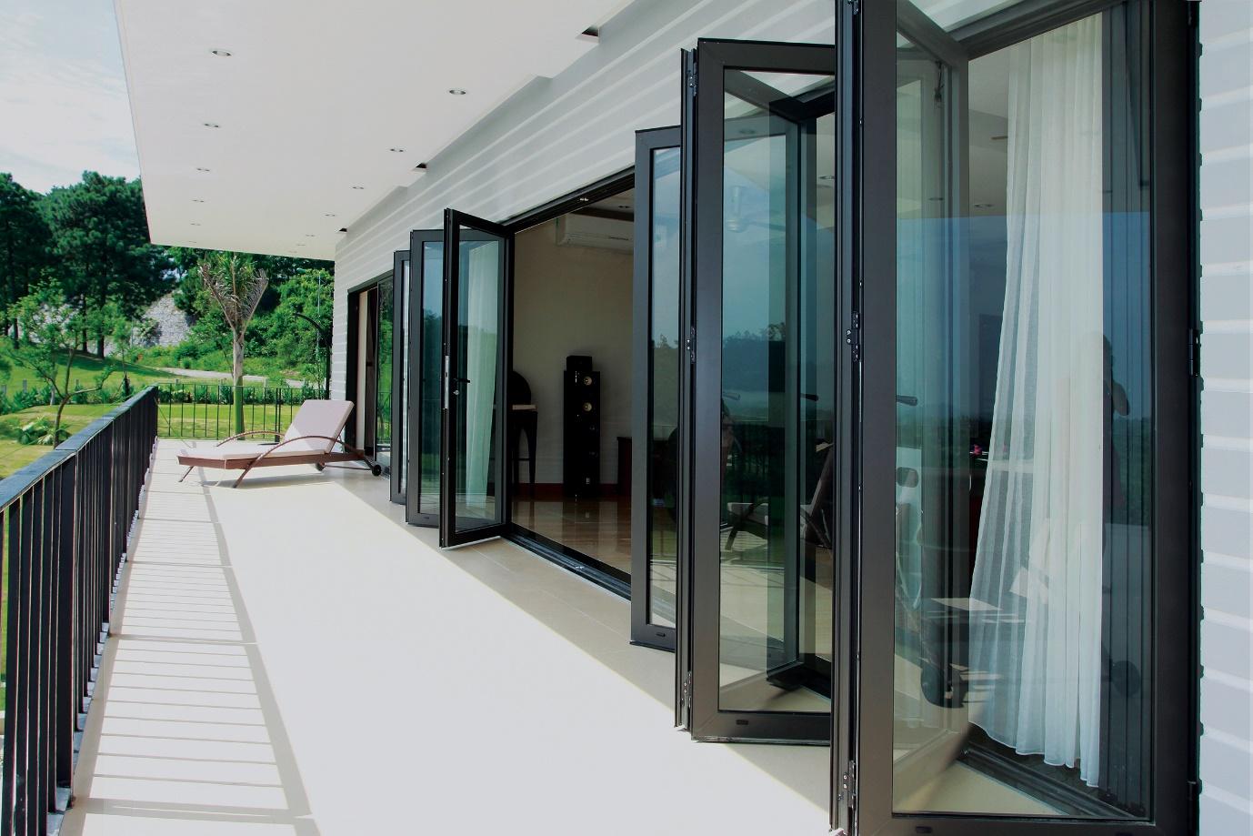 Vì sao cửa và vách nhôm kính lớn Eurowindow được ứng dụng  rộng rãi trong các kiến trúc hiện đại?  - Ảnh 1