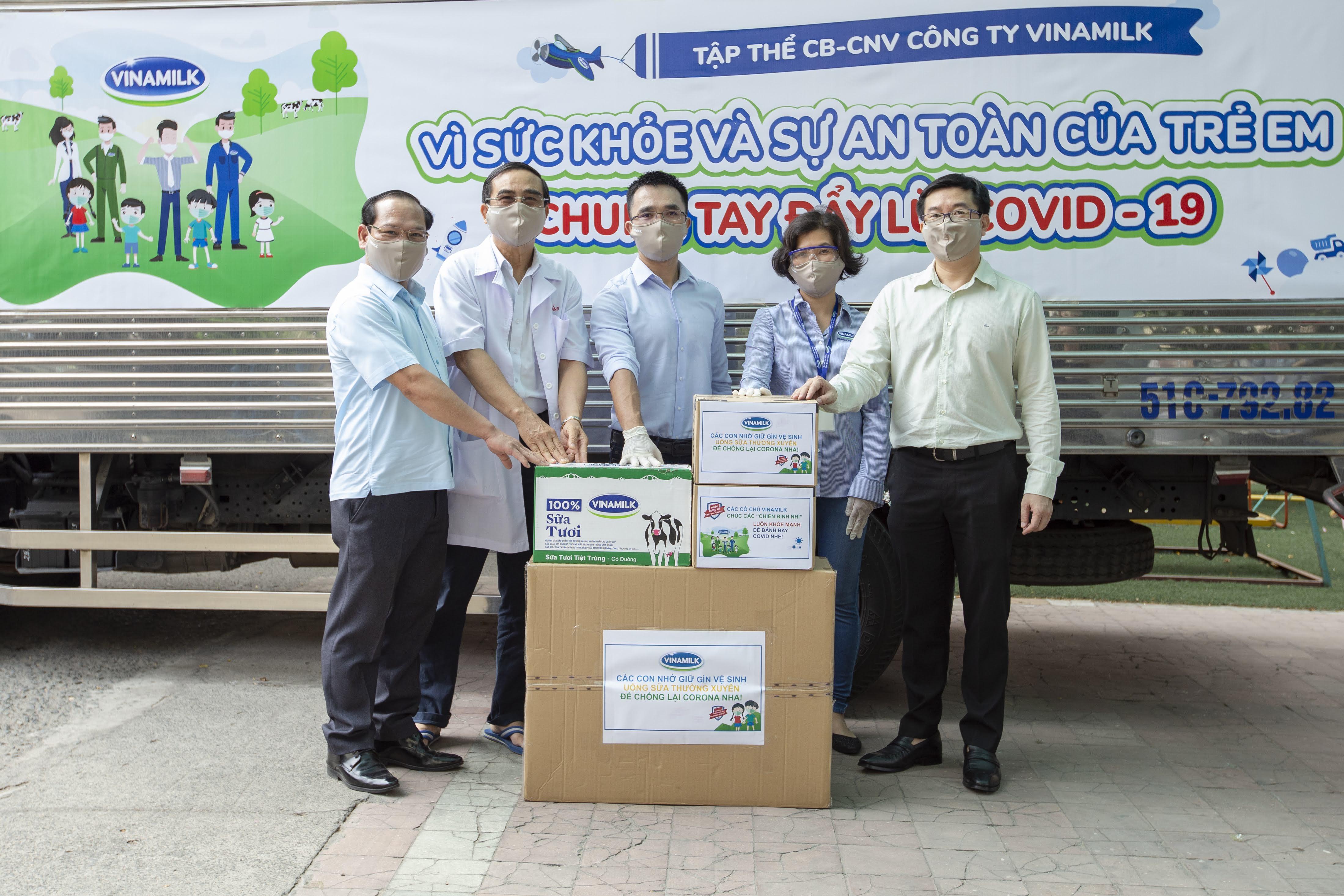 """Nhân viên Vinamilk """"góp bước đi"""" để gây quỹ giúp gần 6.000 trẻ em khó khăn phòng ngừa COVID-19  - Ảnh 1"""