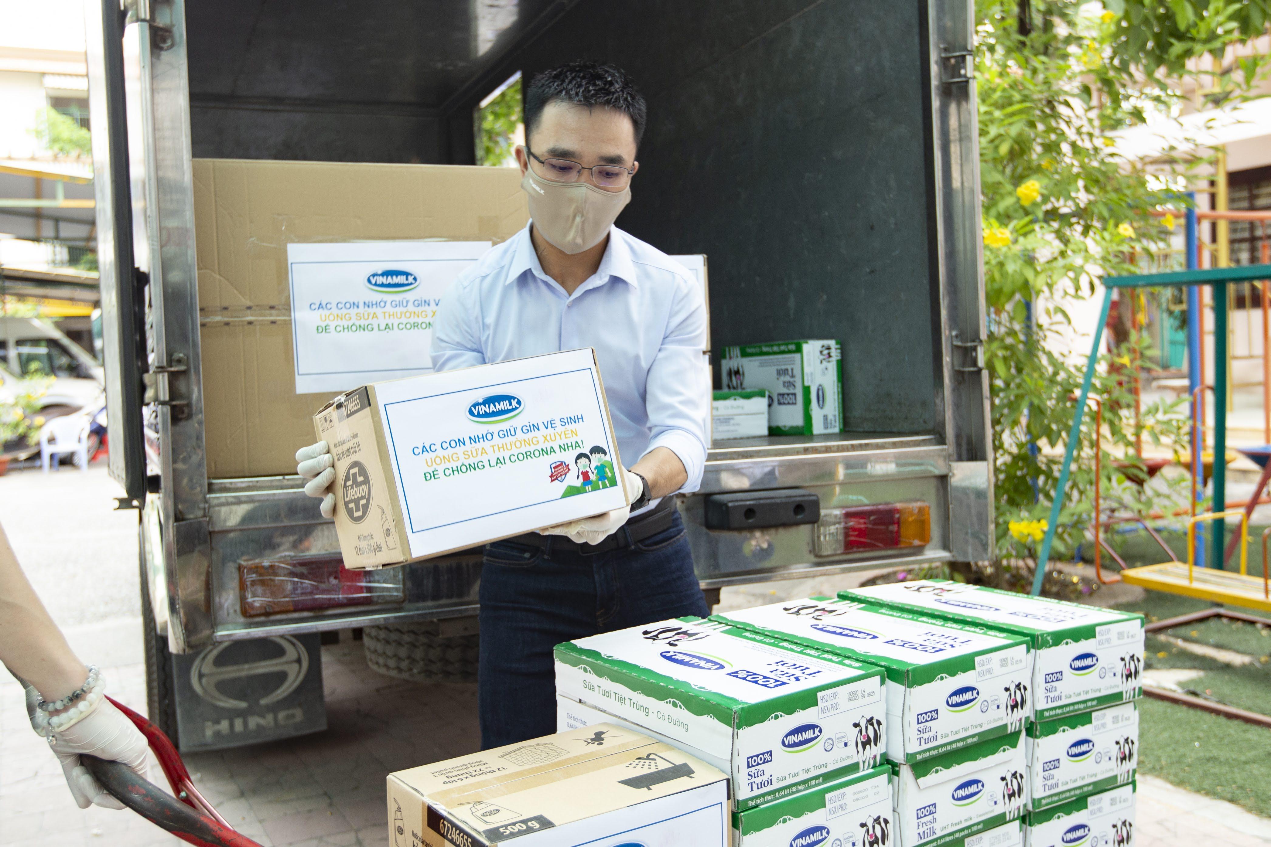 """Nhân viên Vinamilk """"góp bước đi"""" để gây quỹ giúp gần 6.000 trẻ em khó khăn phòng ngừa COVID-19  - Ảnh 5"""