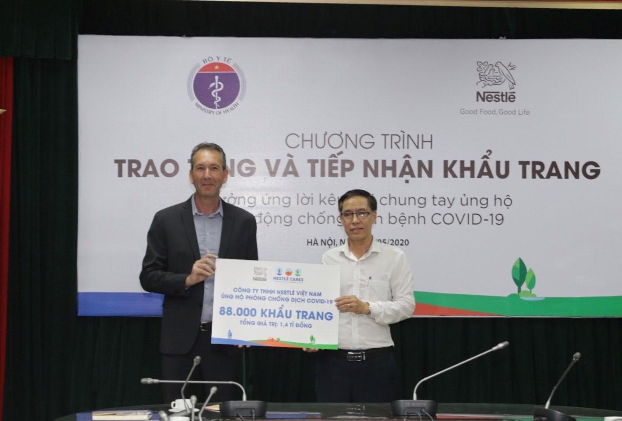 Nestlé Việt Nam ủng hộ Bộ Y tế 88.000 khẩu trang cho hoạt động chống COVID-19  - Ảnh 2