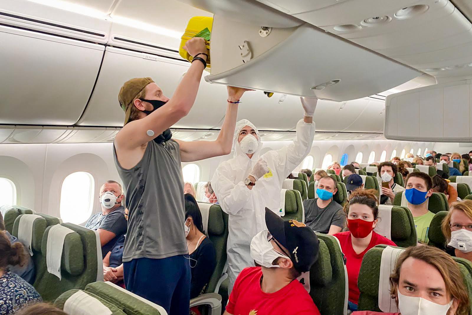 Ngày 10/5, Bamboo Airways thực hiện chuyến bay đặc biệt đưa công dân Anh và EU tại Việt Nam về Anh  - Ảnh 1