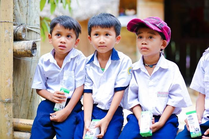 Sữa học đường Quảng Nam: Học sinh miền núi được uống sữa miễn phí - Ảnh 2