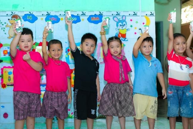 Sữa học đường Quảng Nam: Học sinh miền núi được uống sữa miễn phí - Ảnh 3