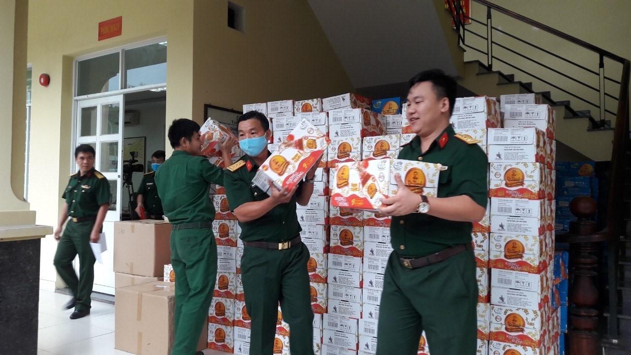 72.000 sản phẩm Trà Thanh Nhiệt Dr Thanh tiếp tục tiếp sức đồng bào, chiến sĩ tại Quân khu 5 và Quân khu 7 - Ảnh 2