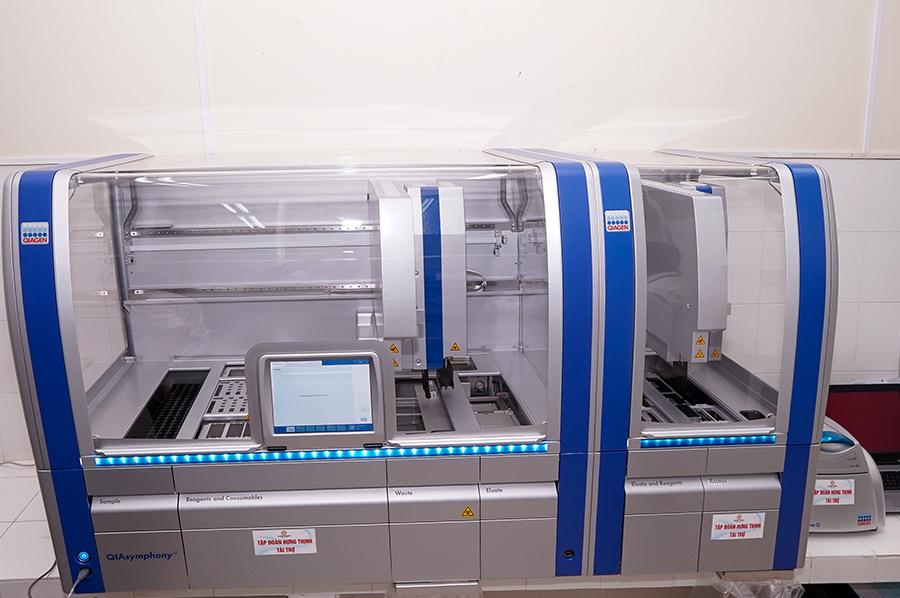 Tập đoàn Hưng Thịnh trao tặng hệ thống máy xét nghiệm tự động QIAsymphony cho Bệnh viện Đa khoa tỉnh Khánh Hòa  - Ảnh 5