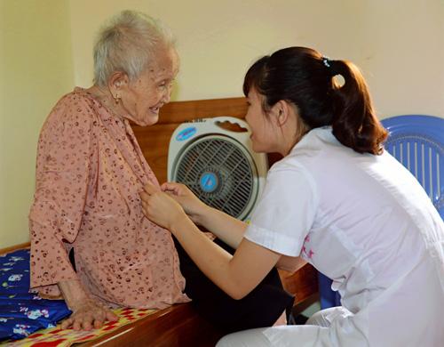 Ấm áp tình người ở Trung tâm điều dưỡng Người có công số 1 Hà Nội - Ảnh 1