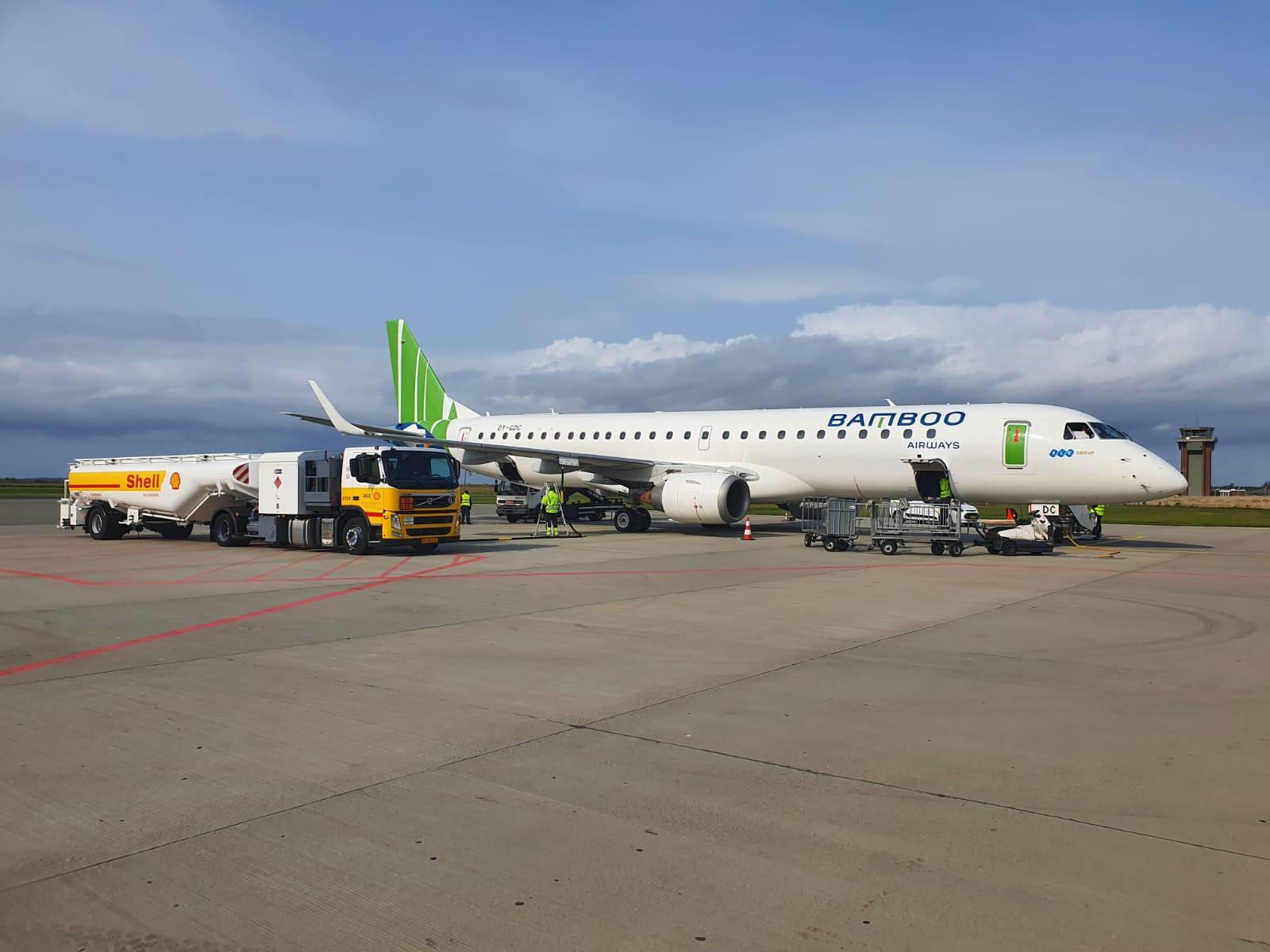 Bamboo Airways đón máy bay phản lực hiện đại Embraer E195, sẵn sàng bay thẳng Côn Đảo từ 29/9 - Ảnh 1
