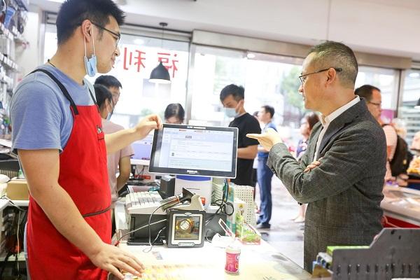 """Bán lẻ của Trung Quốc """"ngược dòng"""" trong dịch Covid-19 nhờ ứng dụng công nghệ cho cửa hàng tạp hóa - Ảnh 2"""