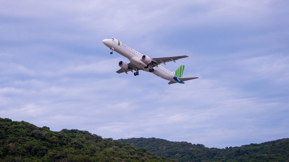 Chủ tịch Bamboo Airways Trịnh Văn Quyết cùng hành khách bay thẳng Hà Nội - Côn Đảo ngày khai trương - Ảnh 1