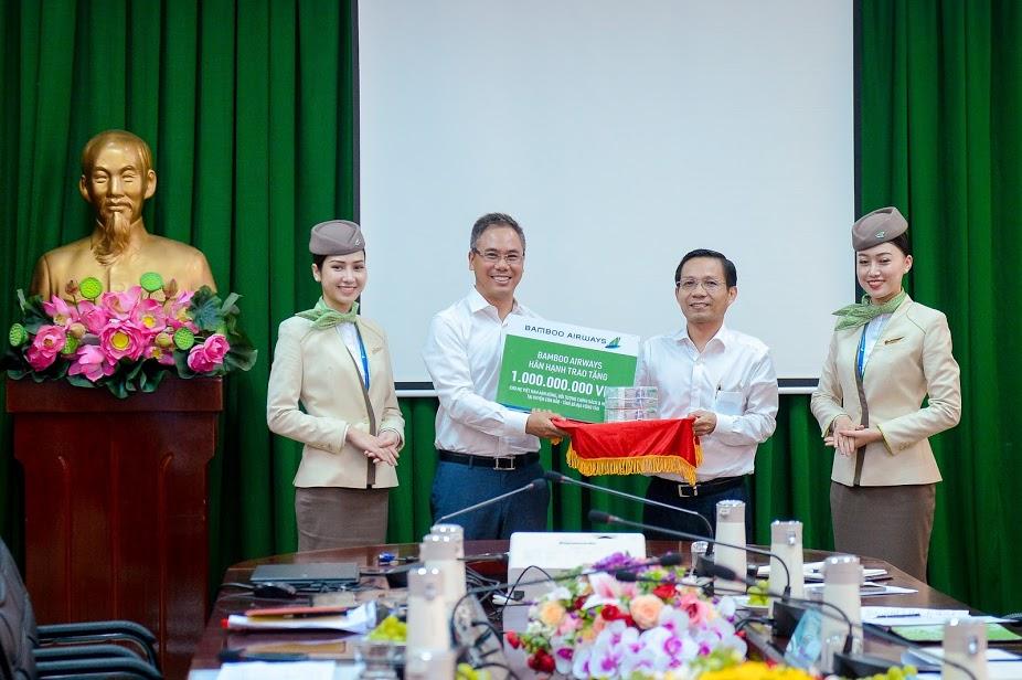 Chủ tịch Bamboo Airways Trịnh Văn Quyết cùng hành khách bay thẳng Hà Nội - Côn Đảo ngày khai trương - Ảnh 7