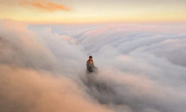Nhiếp ảnh gia Lê Việt Khánh giành giải thưởng quốc tế với bức ảnh đại tượng Phật trên đỉnh Fansipan - Ảnh 2