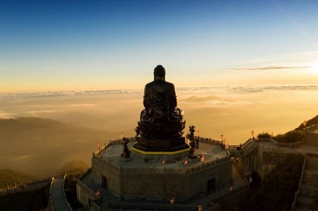 Nhiếp ảnh gia Lê Việt Khánh giành giải thưởng quốc tế với bức ảnh đại tượng Phật trên đỉnh Fansipan - Ảnh 4