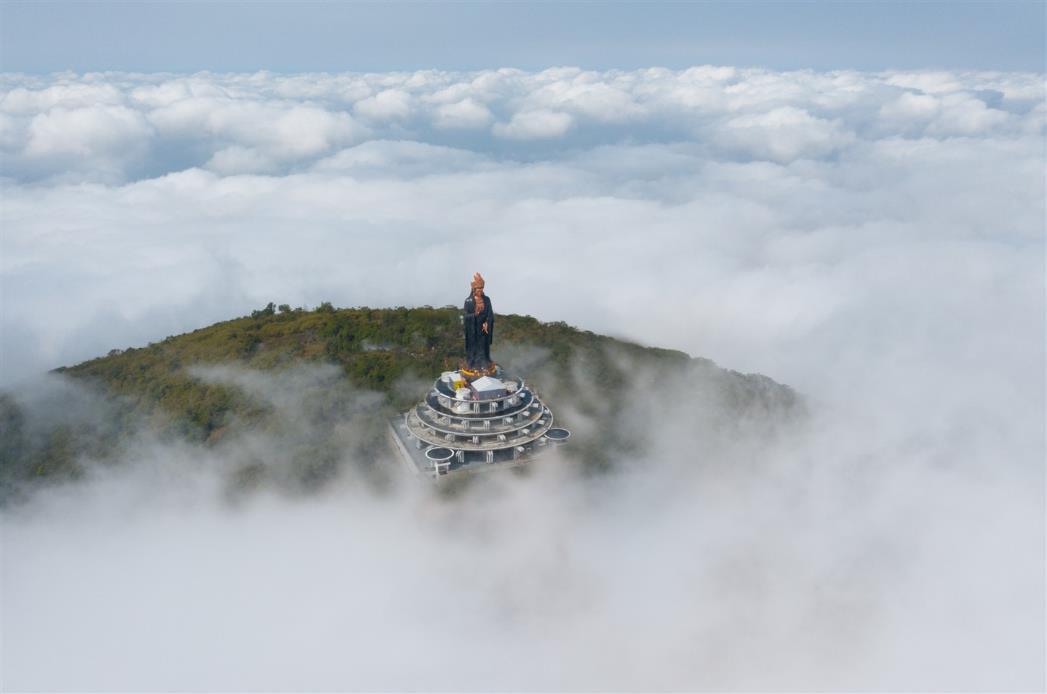 Chiêm ngưỡng tượng Phật Bà cao nhất châu Á trên miền tâm linh Núi Bà kỳ vĩ - Ảnh 1