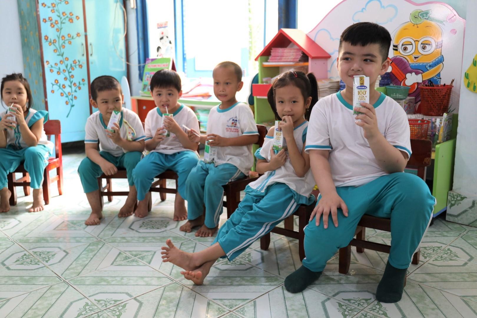 Sau 4 năm thực hiện, sữa học đường tỉnh Bến Tre nhận được nhiều điểm cộng - Ảnh 1