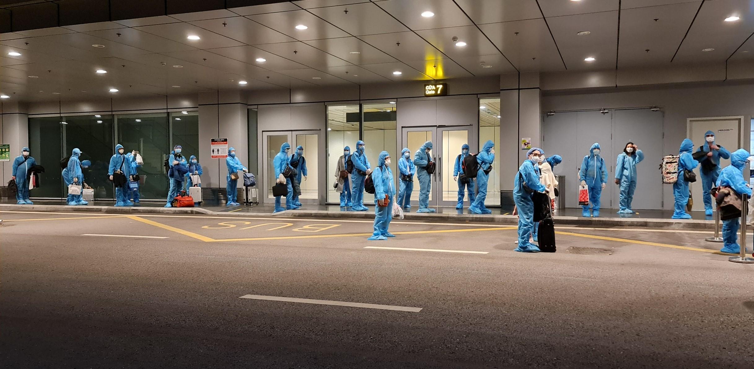 """Sân bay Vân Đồn đón 2 chuyến bay """"giải cứu"""" sau khi hoạt động trở lại - Ảnh 1"""