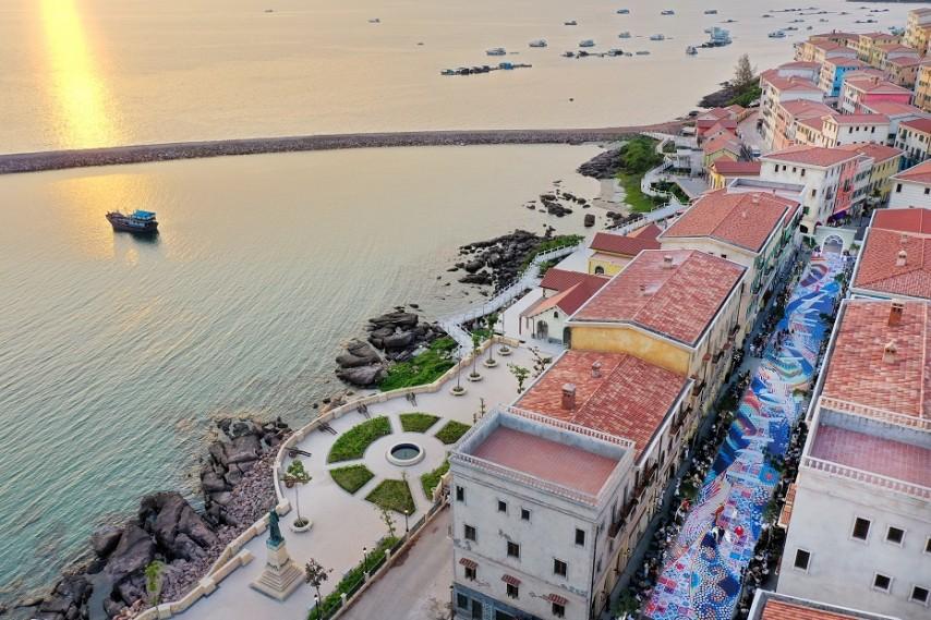 Nam Phú Quốc, Địa Trung Hải và điều bất ngờ lớn từ cuộc hội ngộ giữa thời trang và kiến trúc trong show Fashion Voyage #3 - Ảnh 1