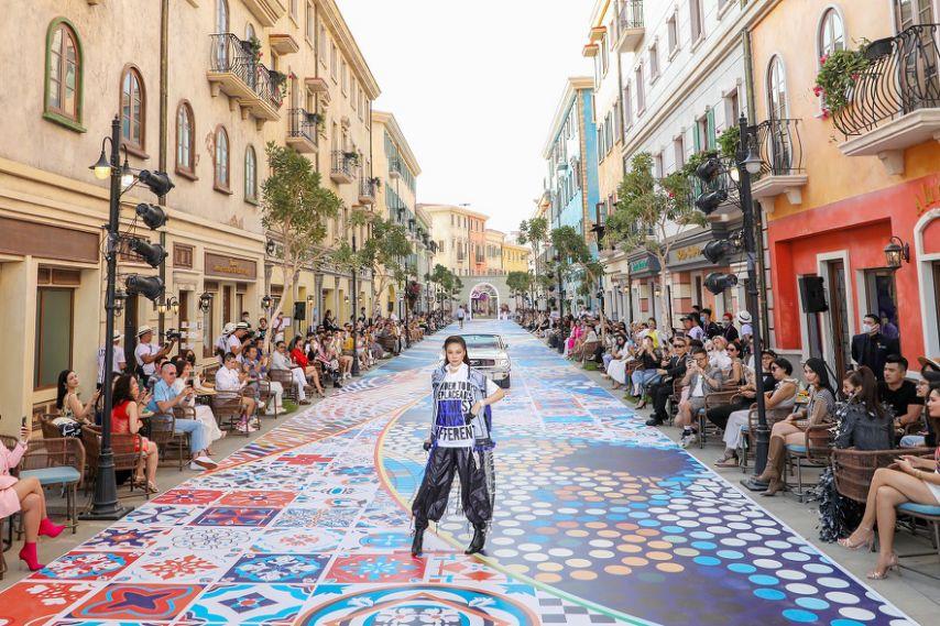 Nam Phú Quốc, Địa Trung Hải và điều bất ngờ lớn từ cuộc hội ngộ giữa thời trang và kiến trúc trong show Fashion Voyage #3 - Ảnh 2