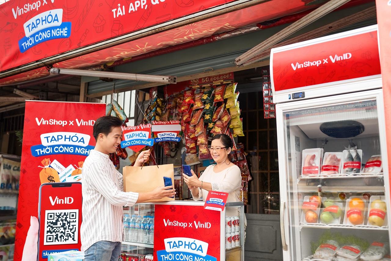 VinShop tặng gói bảo hiểm sức khỏe cho 65.000 chủ tạp hóa - Ảnh 2