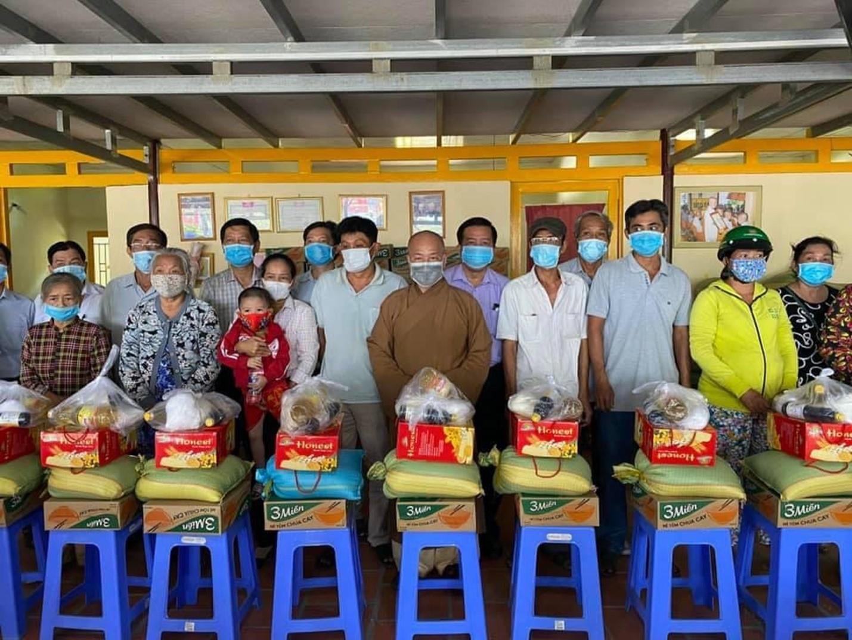Đại đức Thích Trí Huệ trao gần 4000 suất quà cho bà con nghèo dịp Tết Tân Sửu 2021 - Ảnh 4