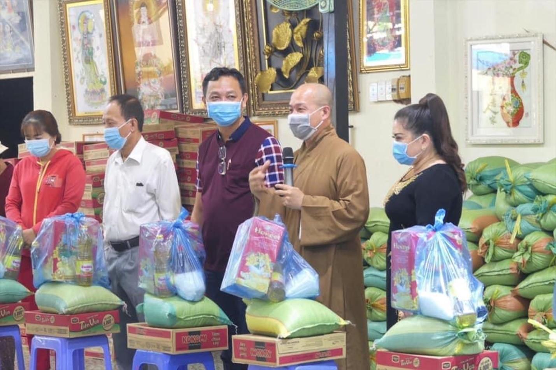 Đại đức Thích Trí Huệ trao gần 4000 suất quà cho bà con nghèo dịp Tết Tân Sửu 2021 - Ảnh 5