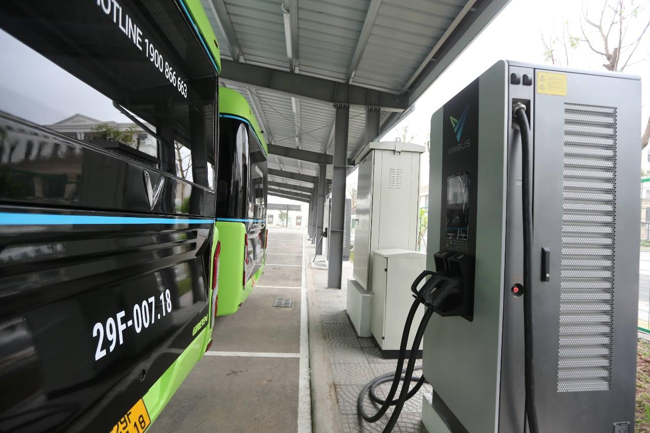 VinBus chính thức vận hành xe buýt điện thông minh đầu tiên tại Việt Nam - Ảnh 9