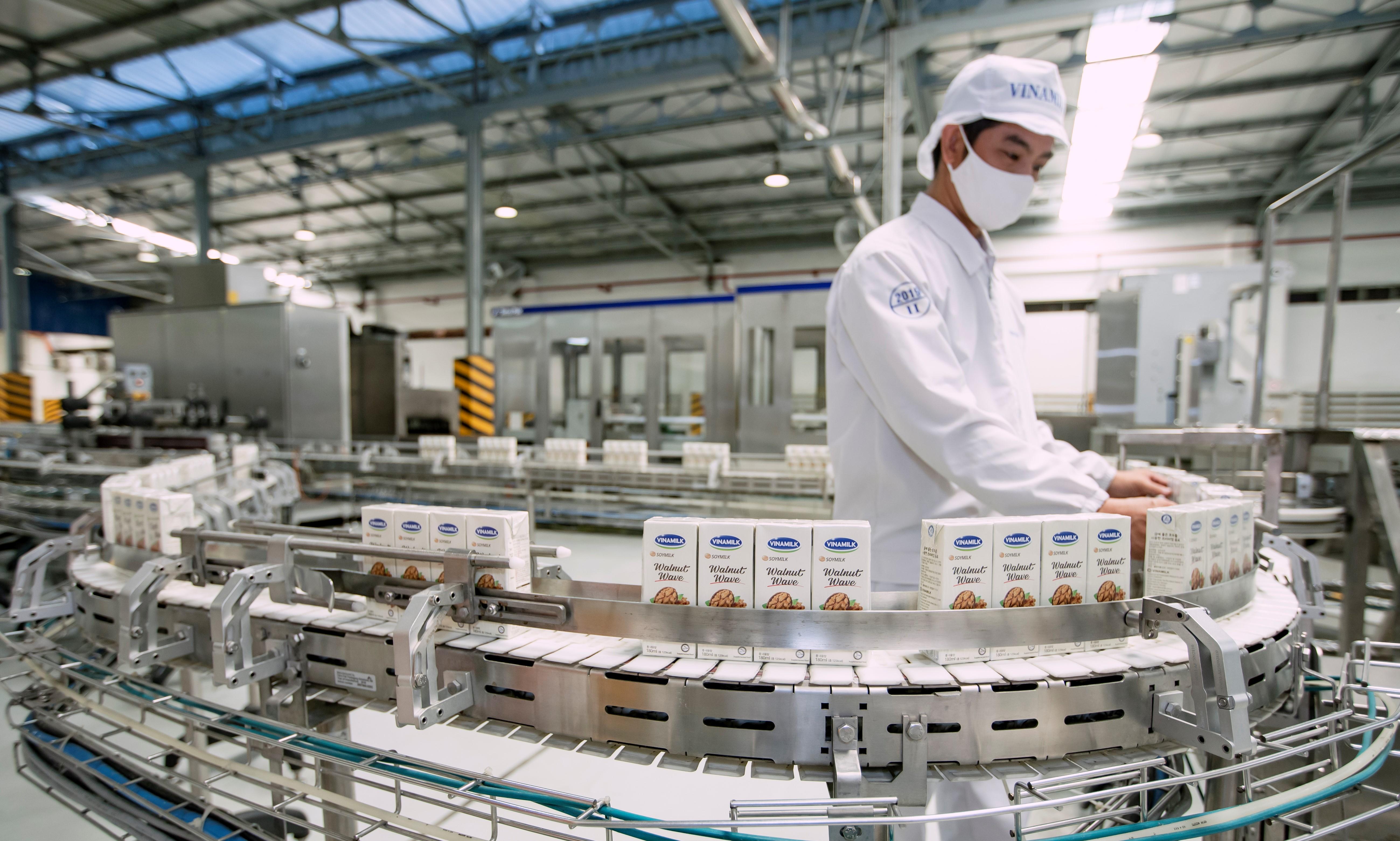 Với 13 nhà máy hiện đại, Vinamilk hiện có thể sản xuất hơn 28 triệu hộp sữa nước mỗi ngày - Ảnh 4