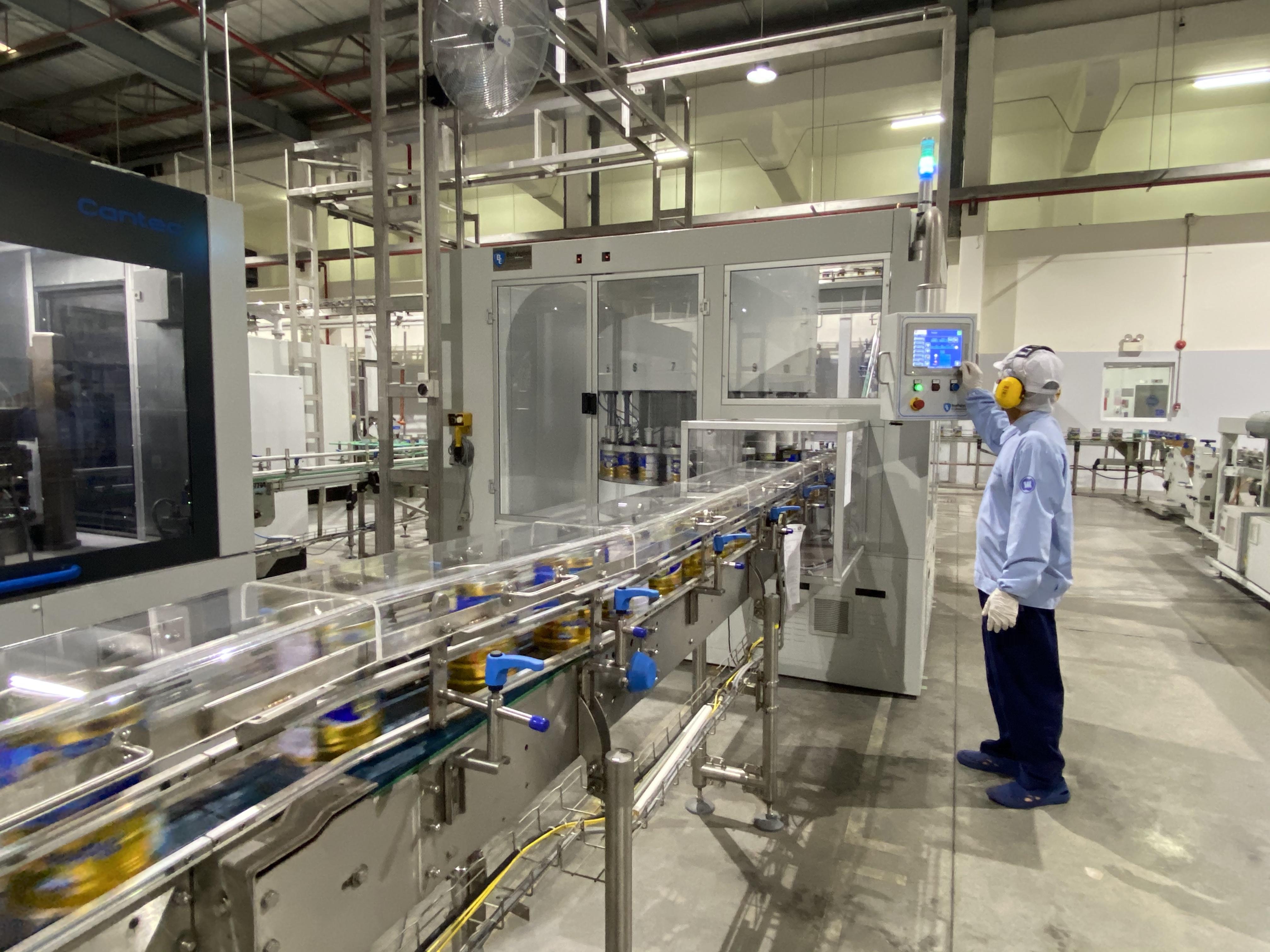 Với 13 nhà máy hiện đại, Vinamilk hiện có thể sản xuất hơn 28 triệu hộp sữa nước mỗi ngày - Ảnh 5