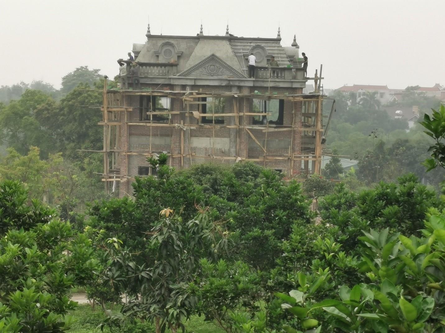 Ba Vì (Hà Nội): Hàng chục công trình khủng xây trái phép trên đồi Hoàng Long - Ảnh 1
