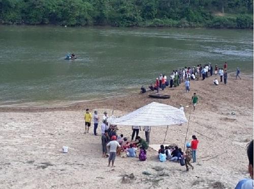 Hà Tĩnh: Hiện trường xót xa vụ 3 học sinh đuối nước thương tâm trên sông Ngàn Sâu - Ảnh 4