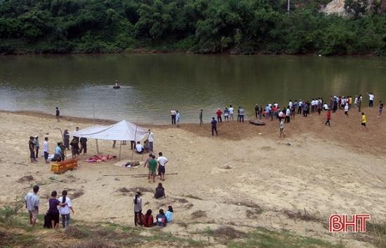 Hà Tĩnh: Hiện trường xót xa vụ 3 học sinh đuối nước thương tâm trên sông Ngàn Sâu - Ảnh 5