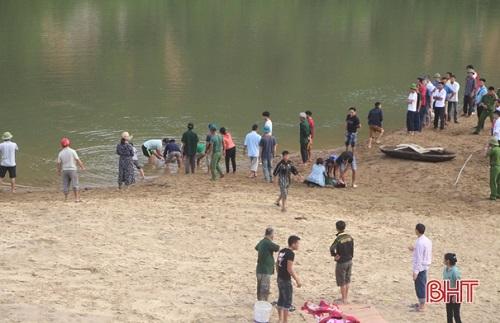 Hà Tĩnh: Hiện trường xót xa vụ 3 học sinh đuối nước thương tâm trên sông Ngàn Sâu - Ảnh 2