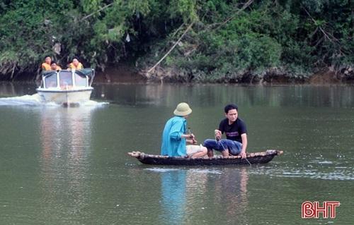 Hà Tĩnh: Hiện trường xót xa vụ 3 học sinh đuối nước thương tâm trên sông Ngàn Sâu - Ảnh 3