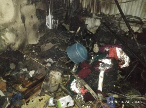 Hà Nội: Căn nhà 4 tầng bất ngờ cháy lớn trong đêm, thiêu rụi nhiều tài sản - Ảnh 1