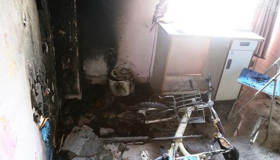 Đà Nẵng: Chung cư Làng Cá bất ngờ cháy lớn, cư dân hoảng loạn tháo chạy - Ảnh 1
