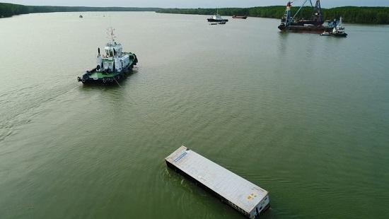 Phát hiện thêm 8 container dưới đáy sông Lòng Tàu sau vụ chìm tàu ở Cần Giờ - Ảnh 1