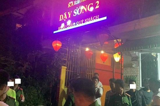 Thừa Thiên - Huế: Đột kích quán karaoke lúc rạng sáng, phát hiện 25 khách phê ma túy - Ảnh 1