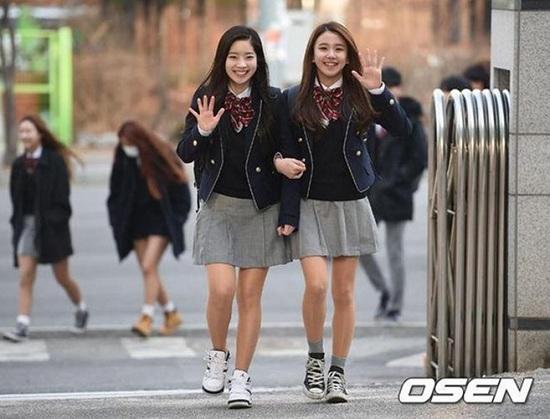 Ngắm loạt ảnh sao Hàn gây náo loạn trường học: Mặc đồng phục mà như đi event, thảm đỏ - Ảnh 2