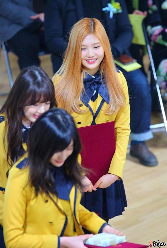 Ngắm loạt ảnh sao Hàn gây náo loạn trường học: Mặc đồng phục mà như đi event, thảm đỏ - Ảnh 4