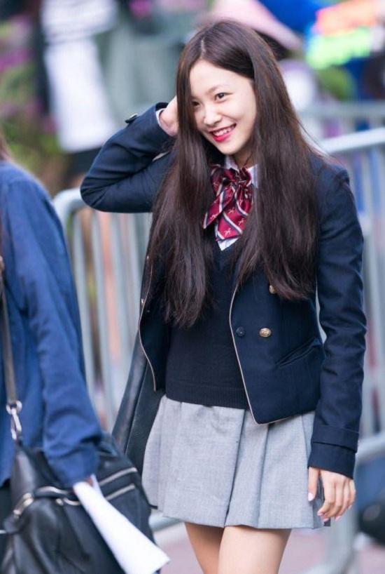 Ngắm loạt ảnh sao Hàn gây náo loạn trường học: Mặc đồng phục mà như đi event, thảm đỏ - Ảnh 5