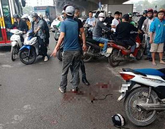 Hà Nội: Hé lộ nguyên nhân bất ngờ vụ người đàn ông cầm dao truy sát 2 cô gái ở gầm cầu Dậu - Ảnh 1